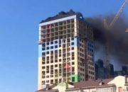 В Краснодаре на крыше долгостроя на улице Карякина воспламенился битум