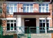 Следователи выяснят, как попал в школу пытавшийся отпилить себе голову мужчина