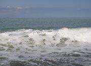 На Кубани в Азовское море унесло катер с тремя людьми