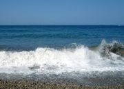 В Анапе запретили купаться в море из-за донного течения