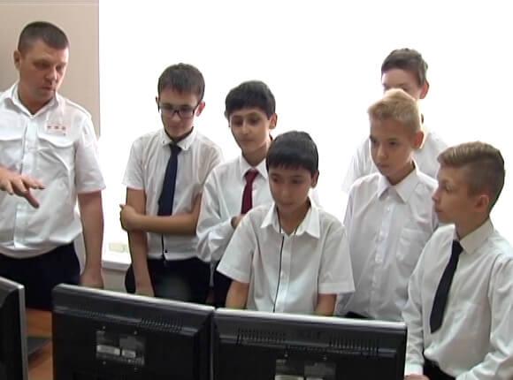 В Краснодаре сотрудники СКЖД провели для школьников урок безопасности