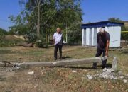 В Армавире упавшие бетонные столбы повредили линии электропередачи