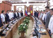 Кондратьев начал совещание с минуты молчания в память о погибших в Беслане