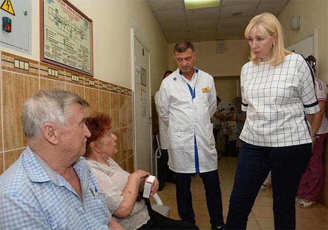 Анна Минькова совершила объезд школ и больниц Сочи
