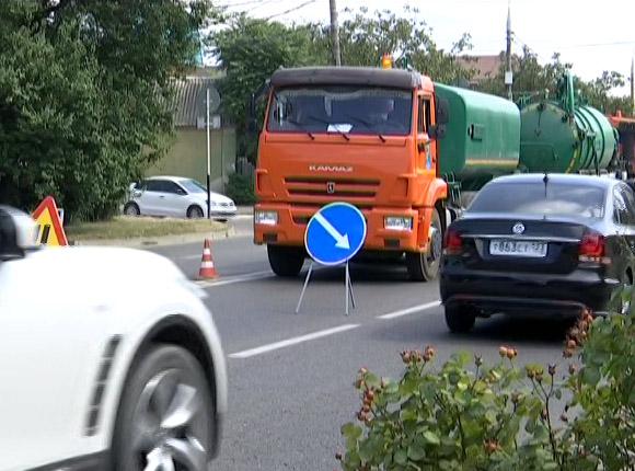 Как в Краснодаре идет прочистка ливневки на Адыгейской Набережной
