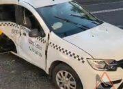 В центре Краснодара водитель такси спровоцировал ДТП с двумя пострадавшими