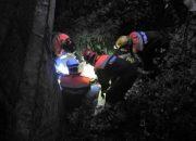 В Сочи спасатели эвакуировали упавшего с моста в ручей пенсионера