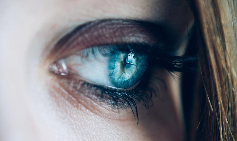 Нарощенные ресницы: как снизить вред от искусственной красоты