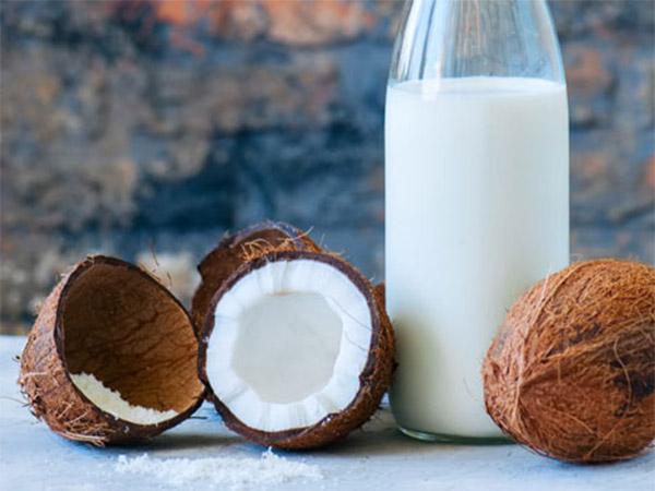 Кокосовое молоко опасно для женщин — мнение ученых