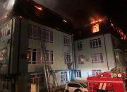 В Сочи пожар в доме повредил 21 квартиру
