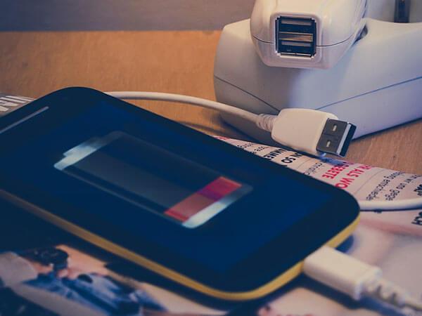 Безопасность гаджетов: хакеры советуют не пользоваться чужими зарядками