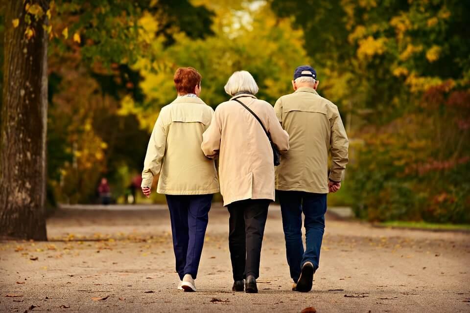 Долголетие и походка: врачи обнаружили между ними связь
