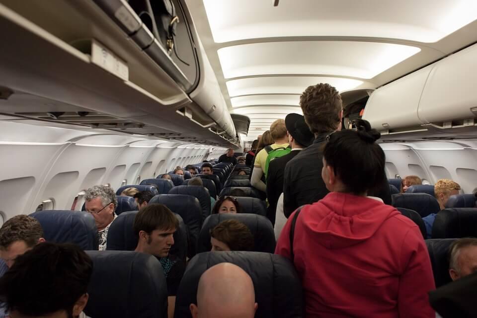 Простой вопрос: почему пассажирам самолетов не выдают парашюты?