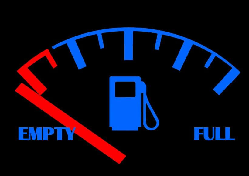 пустой бак, опасно для двигателя