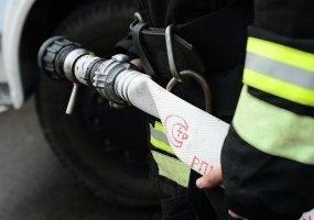 В краснодарском поселке Знаменском сгорела хозпостройка