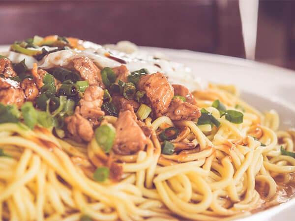 Мифы о еде: опасно ли ставить горячую пищу вхолодильник?
