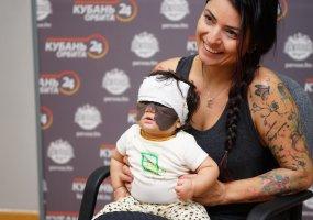 Мама девочки с «маской Бэтмена» рассказала об операциях в Краснодаре