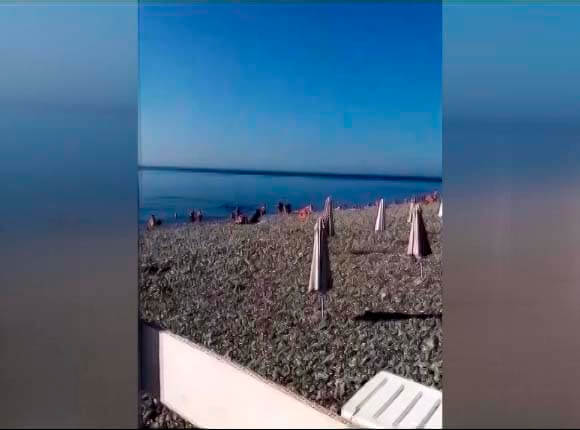 На пляжах Краснодарского края продолжается купальный сезон