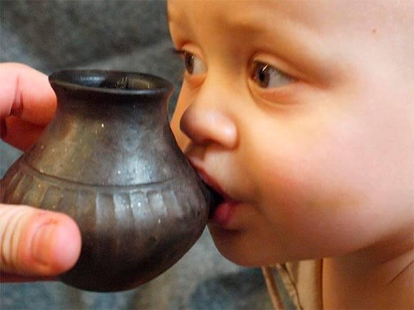 Археологи нашли детские бутылочки-непроливайки возрастом 7 тыс. лет