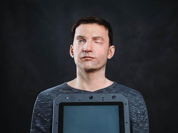 Андроид с человеческим лицом