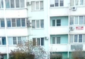 В Краснодаре под окнами многоэтажки нашли тело молодого человека