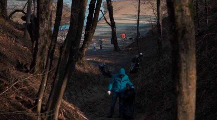 Новороссийцы убрали мусор со дна обмелевшего Неберджаевского водохранилища