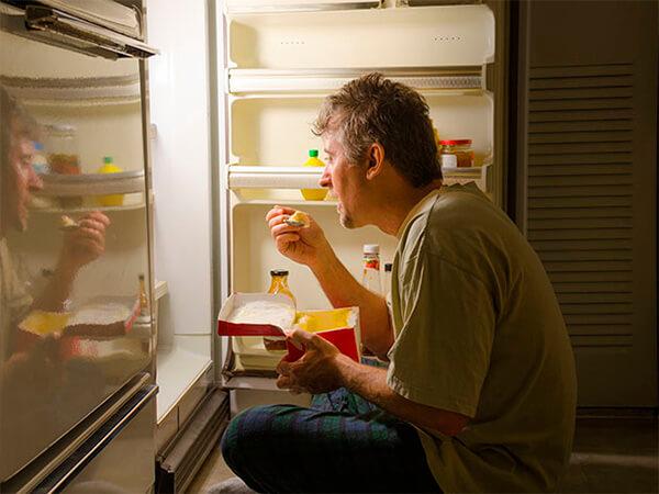 Ночной дожор: поздние перекусы провоцируют раннее старение