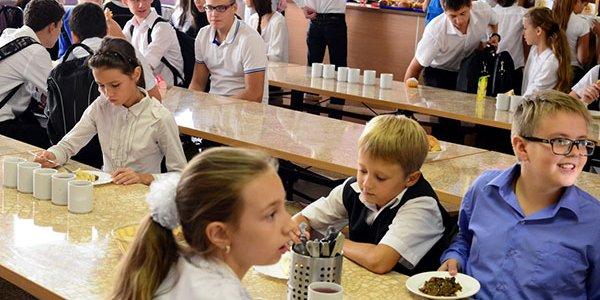 Роспотребнадзор: на Кубани в школах выявили 111 нарушений организации питания