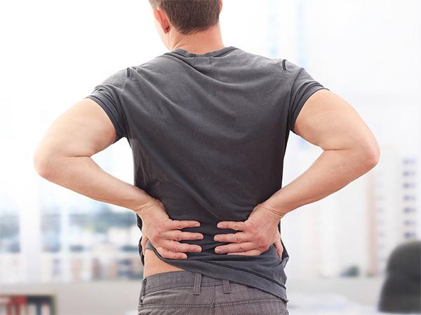 Необычная боль в спине может быть симптомом рака поджелудочной железы