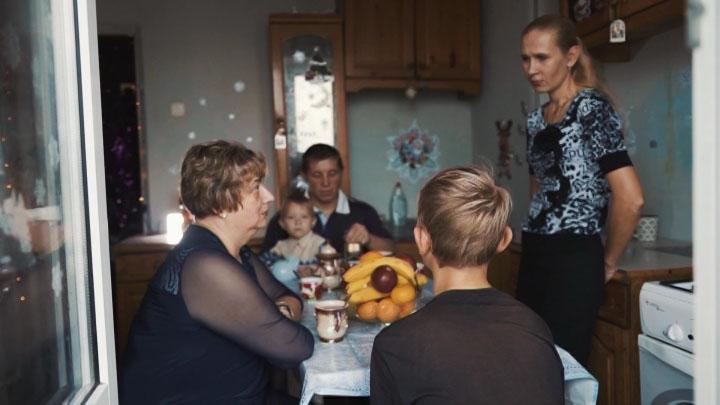 В Новороссийске соцработники помогли семье сохранить брак и детей
