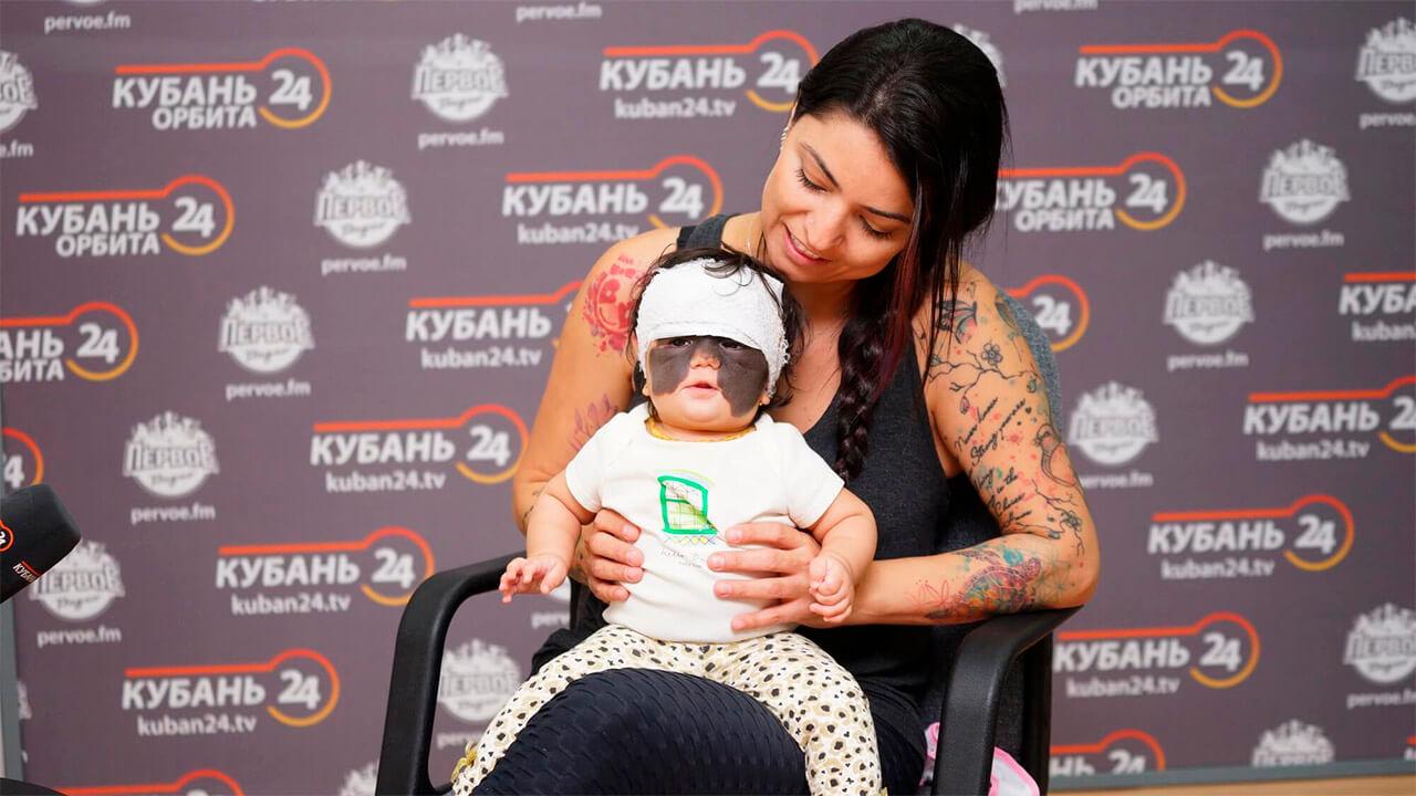 Маму девочки с «маской Бэтмена» удивил супермаркет в Краснодаре