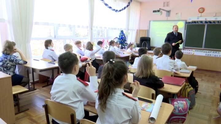 На Кубани инспекторы ГИБДД провели уроки по безопасности для школьников