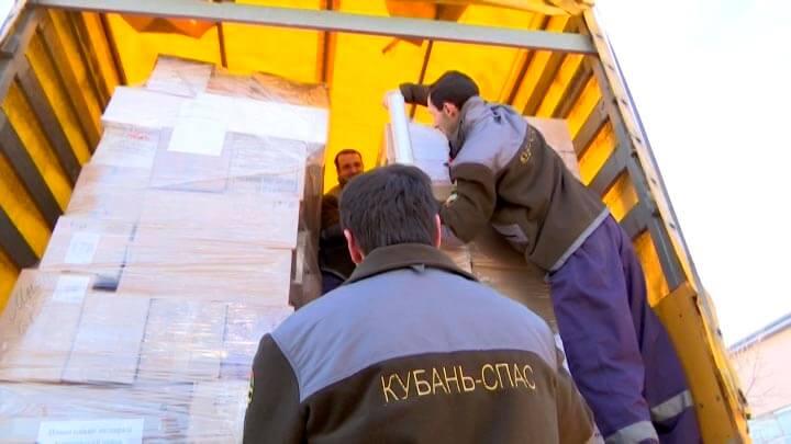 Жители Кубани отправили детям Луганска и Донбасса новогодние подарки