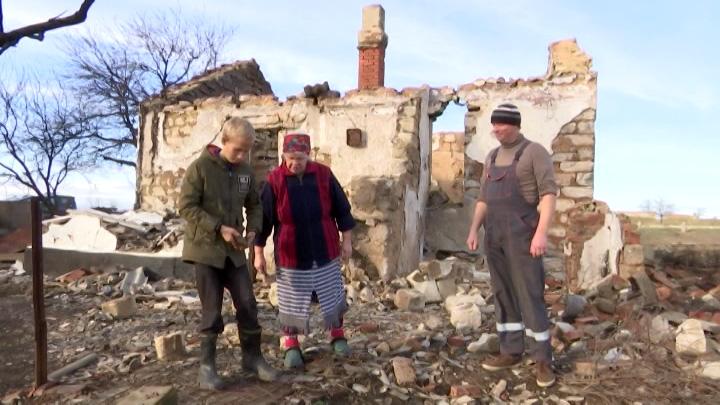 Семьи-погорельцы из Тамани получили новое жилье