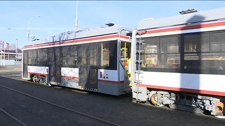 Как трехсекционный трамвай готовили к выходу на маршрут в Краснодаре