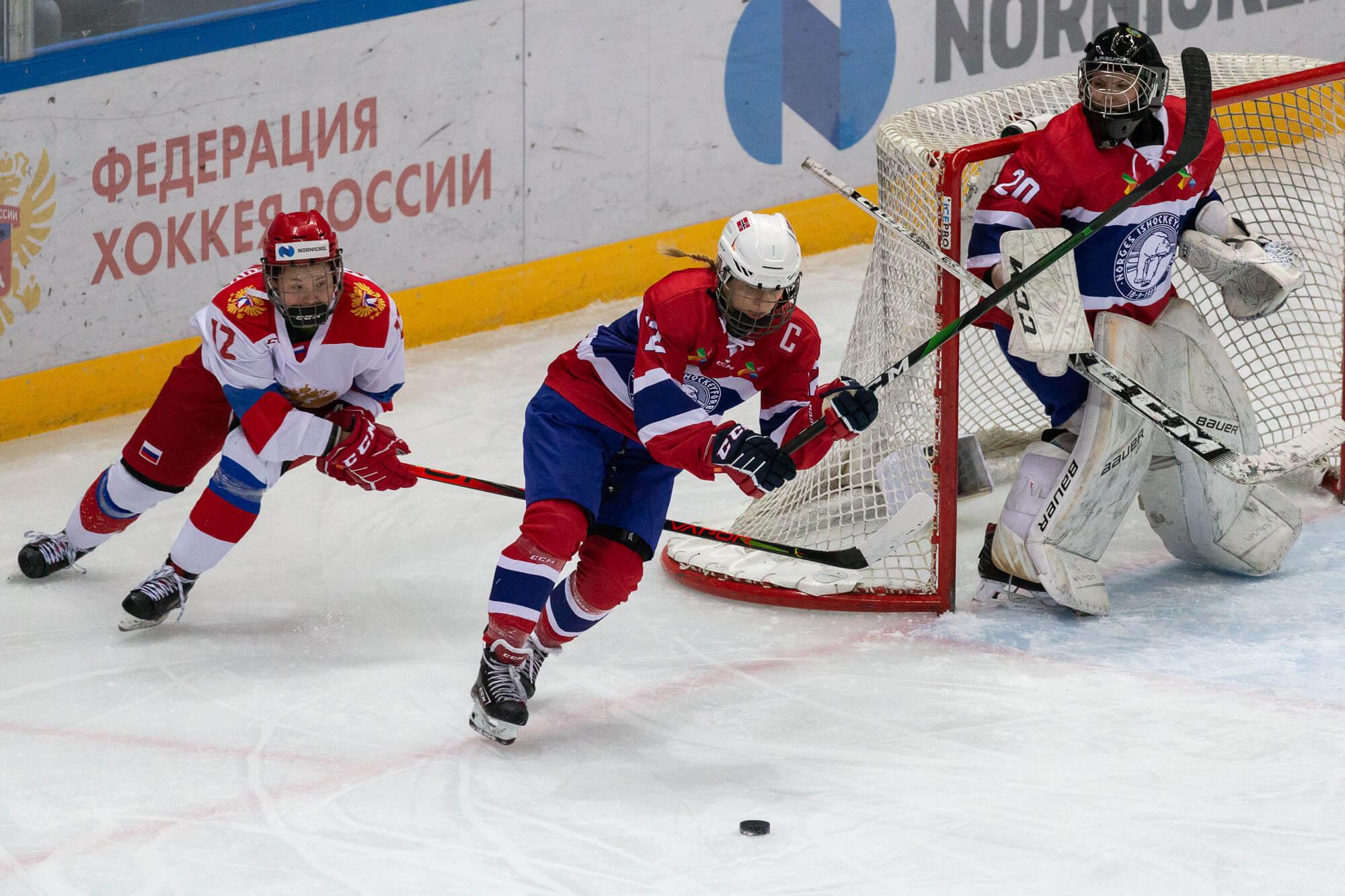 Турнир шести нацийпо женскому хоккею в Сочи: матч Россия — Норвегия