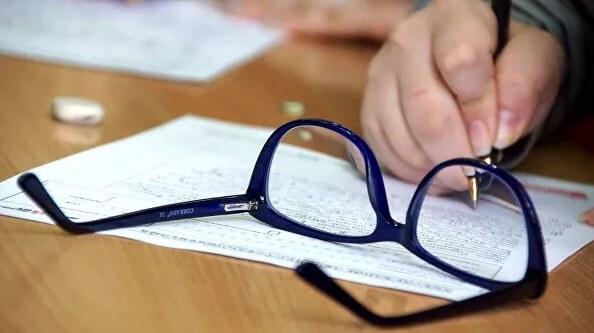 Офтальмолог развенчал мифы об очках