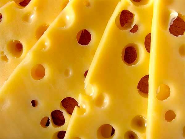 Головная боль: причиной приступа могут стать сыр или шоколад