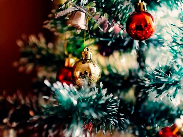 Психолог: не спешите украшать елку за месяц до Нового года