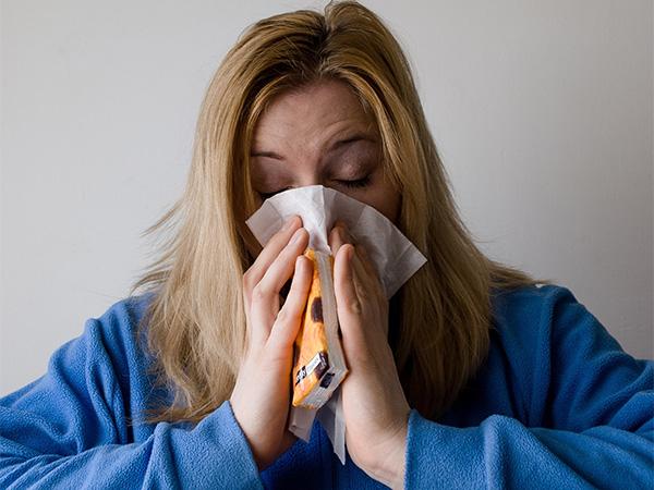 Врач рассказала, как правильно и эффективно лечить насморк
