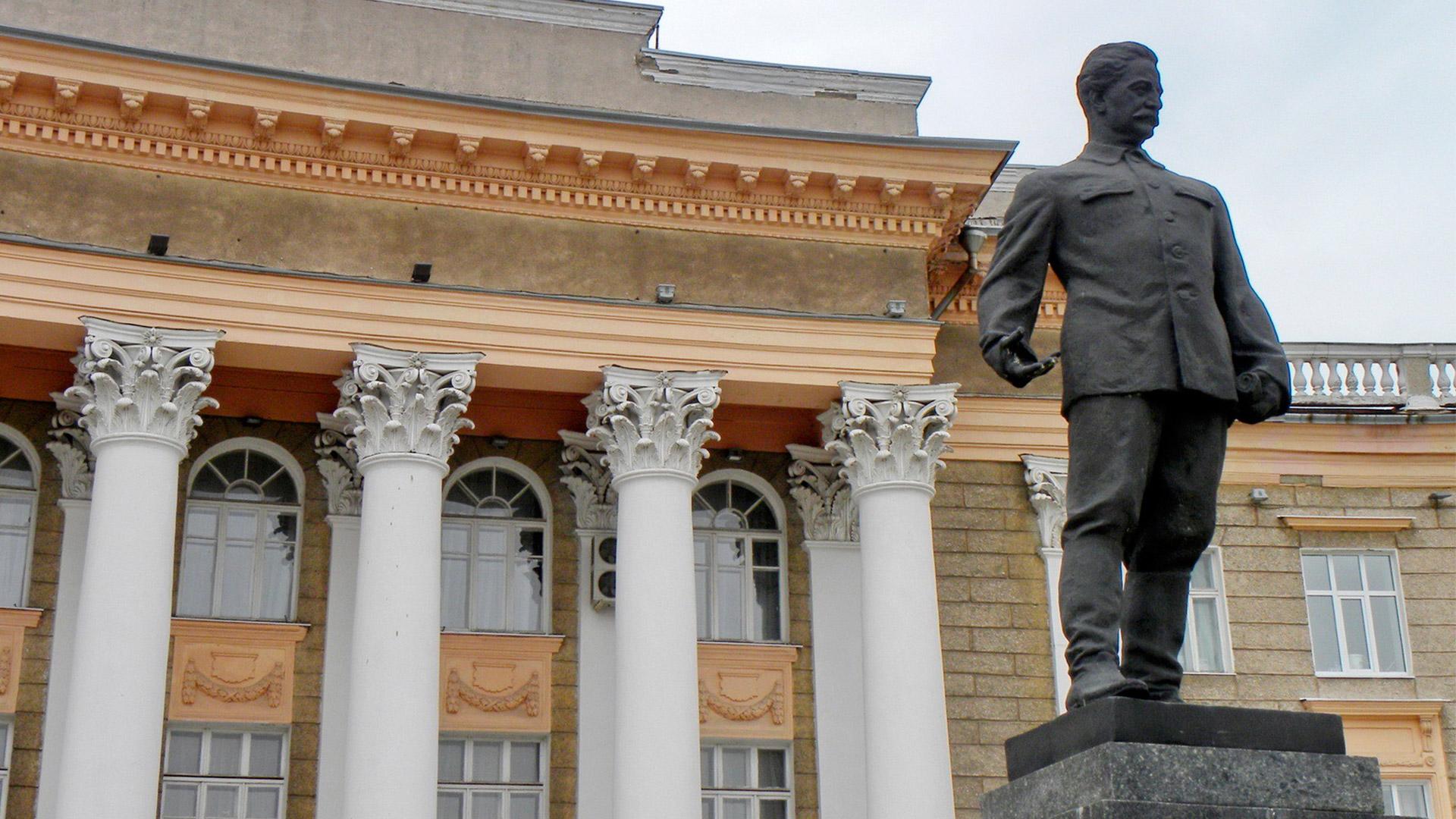 Имя в названии: комиссар юга и тяжпрома Серго Орджоникидзе