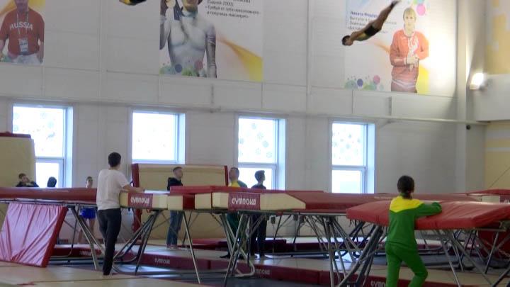 В Краснодаре проходит первенство края по прыжкам на батуте
