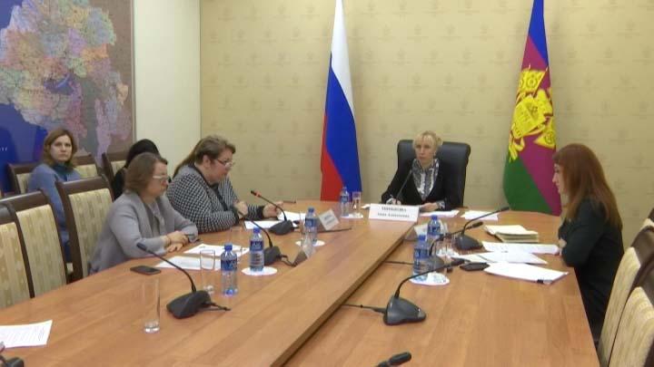 Анна Минькова провела селекторное совещание по вопросам питания школьников