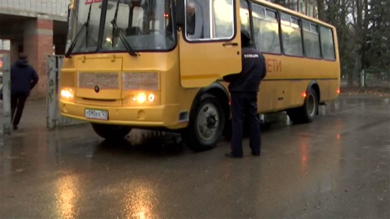 В Краснодаре сотрудники ГИБДД проверили перевозку детей в школьных автобусах