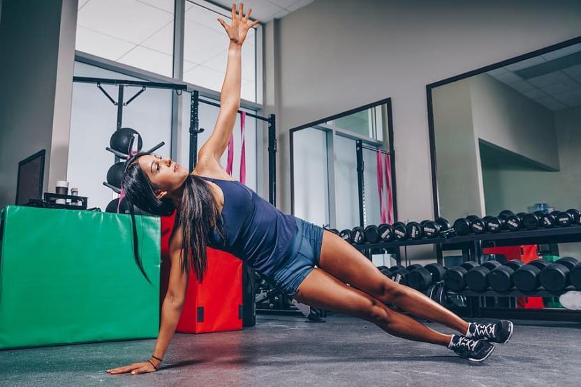 Фитнес-тренер: три главные ошибки при попытках согнать жир с живота