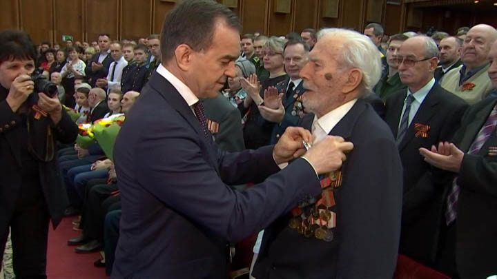 Вениамин Кондратьев поздравил ветеранов с Днем защитника Отечества