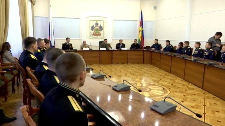 В Краснодаре молодых офицеров поздравили с наступающим праздником