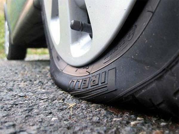 пробило колесо, лопнуло колесо, водитель