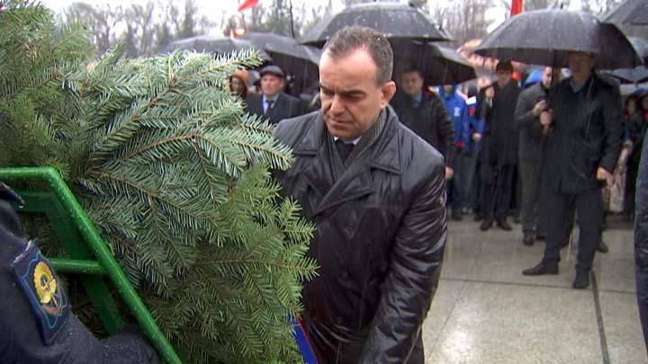 В Краснодаре к мемориалу «Жертвам фашизма» возложили цветы и венки