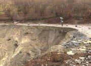 В Сочи за частично обрушенной дорогой установили круглосуточное наблюдение